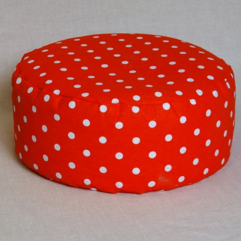 Pohánkový meditačný sedák 30 x 10 cm červený puntík