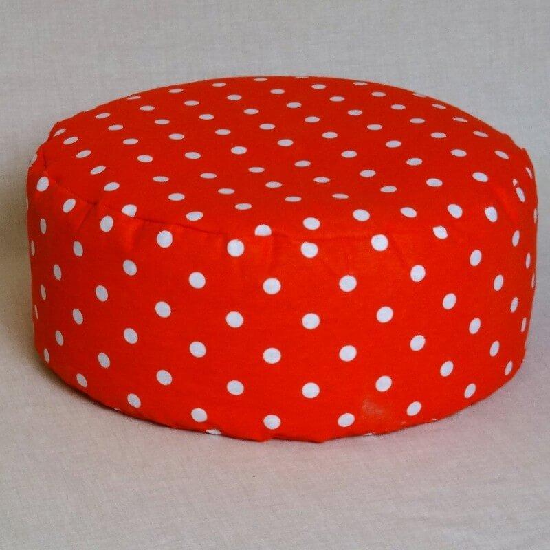 Pohankový meditační sedák 30 x 10 cm červený puntík